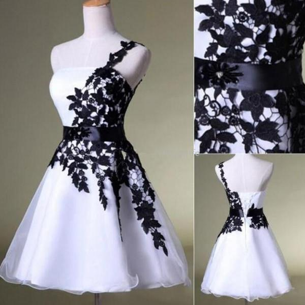 Hot Sales vintage Prom Dress, Black Lace White Organza Homecoming Dress, Short Prom Dresses Homecoming Dress,One Shoulder Belt Custom Made Evening Party Gown Cocktail Dress